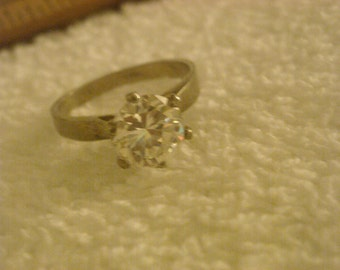 size 6 sterling silver crystal ring  ( F 5 )