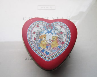 Vintage Heart Shape Tin Box * 1980's Bear Tin Heart * Candy Box * Valentine's day Heart Box * 1980's Love * Sweet Bears * Shabby Chic Gifts