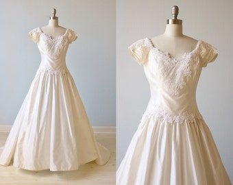 Vintage Priscilla of Boston Wedding Dress / Lace Appliques Crystal and Pearl Beading / Short Sleeves / Full Skirt