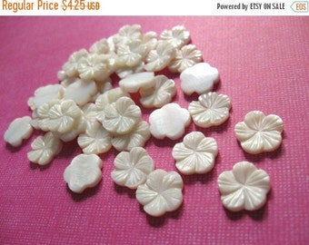ON SALE Cabochon flower - 6 shell cabochons flower off white 12mm  (CA400)