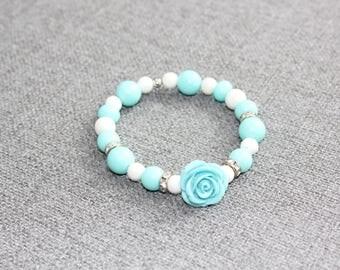bracelet, perle, chic, fleur, flower, fleur resine, perle ronde, turquoise, beige, bracelet pour elle, vintage, romantique, classique