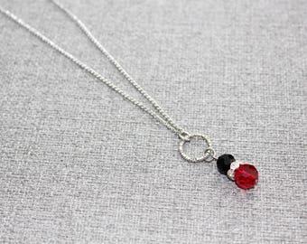 collier court, bijoux fantaisie, cadeau pour elle, short necklace, collier ajustable, chic, classique, cristal, cristaux, noir, rouge