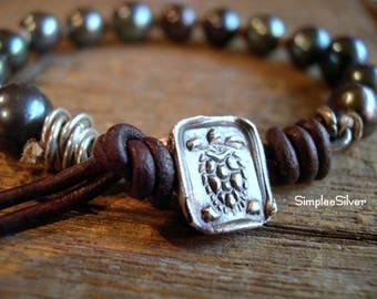 Handmade Jewelry  -  Pearl Bracelet  -  Boho Chic Beach Bracelet  -  Turtle Button Bracelet  -  Leather Bracelet  -  Rustic SimpleeSilver