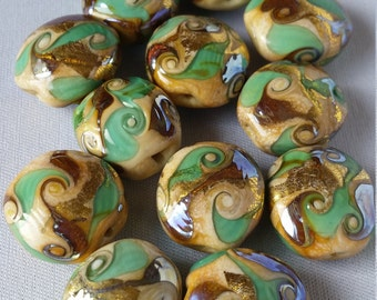 Lot of 10 Murano glass beads Almond shape Green and Gold