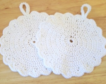 Potholder - Crochet Potholder - Round in White and Pink - Made of Cotton Yarn