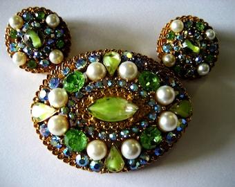 Vintage Signed ART Brooch and Earring Set. FREE SHIPPING! Green Aurora Borealis, Pearls, Peridot Rhinestones. Fifties, Sixties.