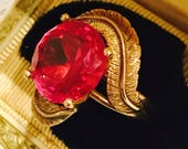 Beautiful circa 1920s Art Deco 14kt Gold Pink Ruby Ornate Feather Vintage Art Deco Cocktail Ring