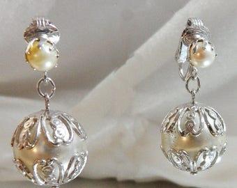 ON SALE Vintage Pearl Earrings. Sarah Coventry. Large Dangling Wedding Earrings. Faux Pearl Earrings