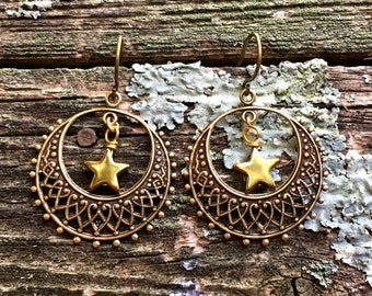 Gold Star Earrings by MinouBazaar