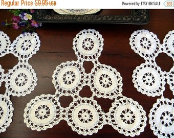 3 Vintage Wagon Wheel Crochet Placemats or Doilies in White 10429