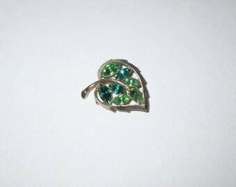 Vintage 1950s Brooch / 50s Heart Shaped Green Rhinestone Brooch Pin