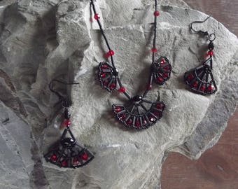 Red and Black Fans Set, Red and Black beaded fans, Back and Red Beaded Fan Necklace and Earrings Set, Sparkling Black and Red Beaded Set