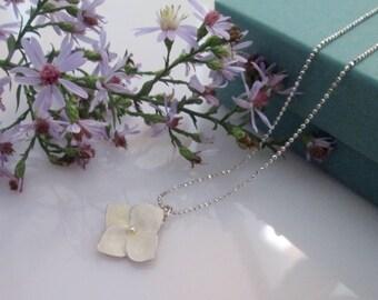 Hydrangea necklace - silver, ivory