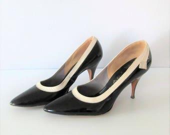 Vintage 1950's Black and Cream Stiletto Heels / Size 7 Woman's Esquire Shoes DeLiso Debs Pumps
