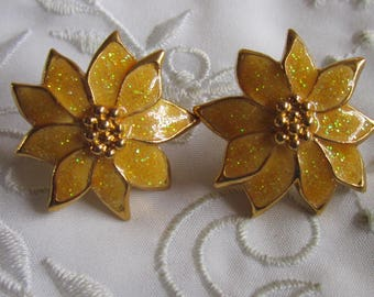 Vintage Gold Tone Sparkly Gold Poinsettia Flower Pierced Earrings