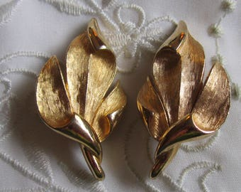 Vintage Gold Tone Textured and Shiny Leaf Clip On Earrings