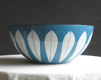 Vintage Cathrineholm Lotus Bowl - White on Blue Enamel - Mid Century Modern Enamelware Kitchen Decor - Scandinavian Norway 11 Inches