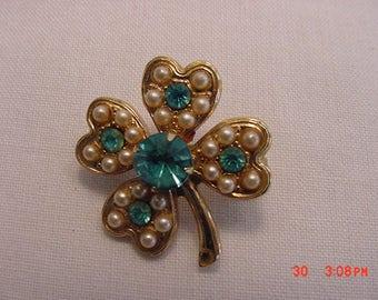 Vintage Rhinestone & Faux Pearl Four Leaf Clover Brooch  17 - 553