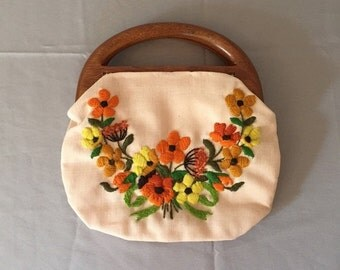 30% OFF SALE... SALE...1950s embroidered top handle bag / fabric purse with wooden handles