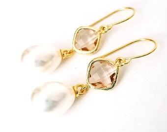 Peach dangle earrings Peach and pearl earrings Pearl drop earrings Bridal pearl teardrop earrings Champagne earrings Bridesmaid earrings