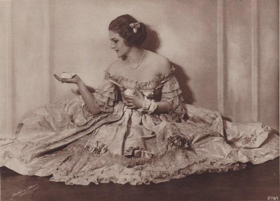 Goddess of the night   Cabaret, Weimar, Leni riefenstahl