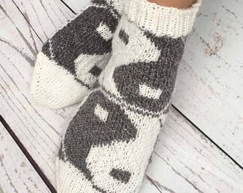 KNITTING PATTERN for Yin Yang Socks - Sock pattern - Charted pattern - digital download - Colorwork pattern - Stranded knitting - Tao design