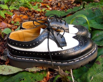 80s/90s Black and White Wingtip Doc Marten Oxford Creeper Gothic Rockabilly Punk Grunge Shoes Womens 5 6 Mens 4
