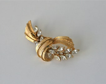 mid-century brooch / 40s gold pin / costume jewelry