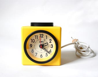 Vintage Timex Indiglo Mod Alarm Clock ... Sunshine Yellow and Black Cube Bedside Clock, 1990s Square Clock, Model 80-073, Memphis, Graphic