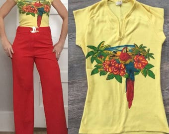 Sexy Vintage TROPICAL 1960s 1970s Yellow Short Sleeve Blouse T Tee Shirt
