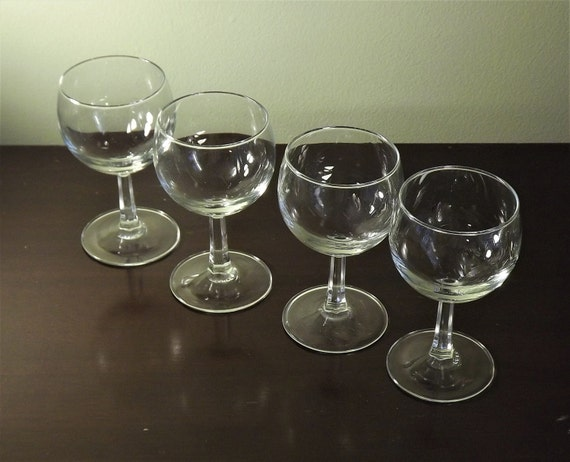 Set of 4 mini wine glasses clear cordial glasses wine for Thin stem wine glasses