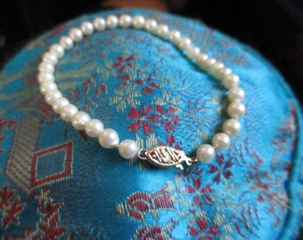 Vintage cultured perfectly round white peal bracelet with 14K Gold clasp