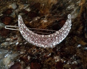Barrette in crescent moon shape paved with crystals