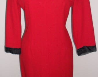1970s Stunning Vintage Red Crepe Fitted Shift Dress