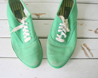 Vintage LIZ WEAR Lace Ups...size 6 womens..tennis shoes. sneakers. shoes. 80s flats. teal. retro. mod. lace ups. colorful. designer. canvas