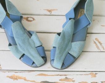 Vintage BLUE JEAN Flats....size 10 womens....g.wiz. 1980s flats. closed toed. retro. mod. vintage flats. jean. acid wash. rad. hipster.