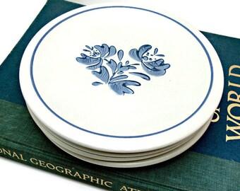 Vintage Pfaltzgraff Yorktowne Stoneware Dinner Plates - 10-1/4 Inch - Set of 4 Blue and White