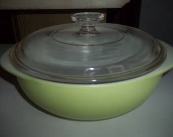 Lime Green 024 2 Quart Casserole Dish Pyrex, with a Pyrex Lid