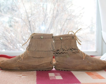 Vtg. Minnetonka womens 10 - 10.5 fringed mocassins