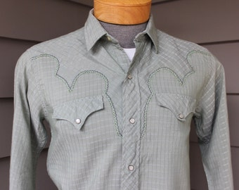 vintage 1950's Men's -Penney's 'Ranchcraft'- Western long sleeve shirt. Sage Green, tone-on-tone pattern. Pearl snaps. Small - Medium 15