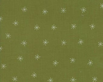 Merrily Snowy Stars in Holly Green,  Gingiber, 100% Cotton, Moda Fabrics, 48213 23
