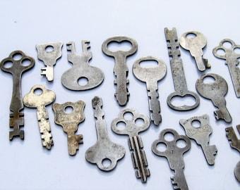Vintage Flat Keys: 17 Vintage Metal Keys for Your Next Project