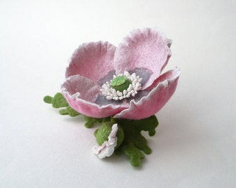 Felt brooch pale pink poppy flower with bud and green leaves, nuno felt flower from wool and silk, nunofelt flower, ready to ship