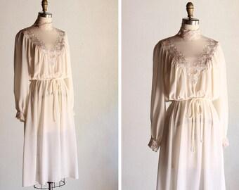 1970s Ivory Daisy Dress