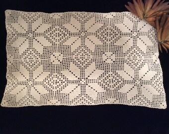 Vintage Ivory Cotton Crocheted Snowflake Dresser Scarf, Handmade Lace, Vintage Crochet, Vintage Linens, Vintage  Doily