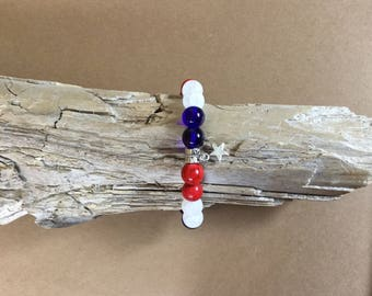 Patriotic bracelet/ red white and blue/ Memorial Day/ July fourth/ beaded stretch bracelet/ star bracelet/ American pride jewelry