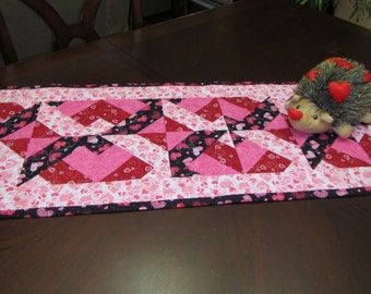 """Handmade Modern Quilted Table Runner 15.5"""" x  45.5"""" Valentine's Day Hearts"""