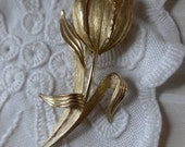 SALE Vintage Tulip Gold tone Brooch  70s brushed Gold tone Pin trifari