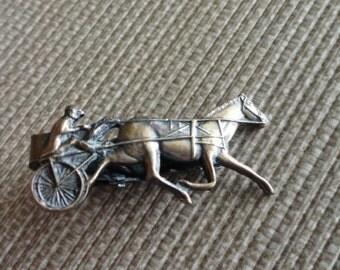 C448)  Vintage Harness Horse Racing Tie Clip