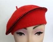 20 % OFF Nov5-27 Lovely bright red vintage wool beret hat cap